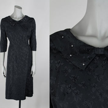 SALE Vintage 50s Plus Size Dress / 1950s Black Floral Brocade Peter Pan Collar Bow Tie Dress XL