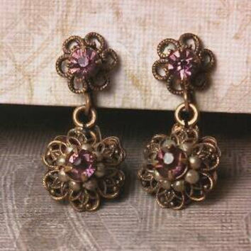 Small Amethyst purple color rhinestone antique brass gold tone dangle screw back earrings. Purple Pink color. With seed pearls.