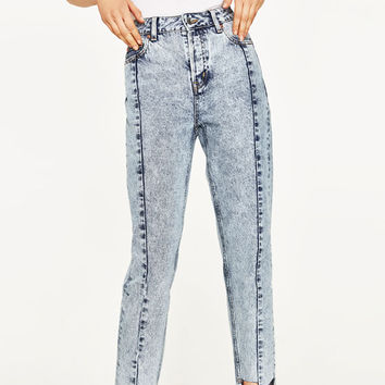 HIGH RISE JEANS WITH IRREGULAR HEMDETAILS