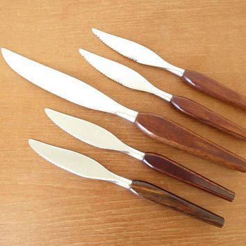 Five Fleetwood Designer Stainless Danish modern wood handled knives in excellent condition