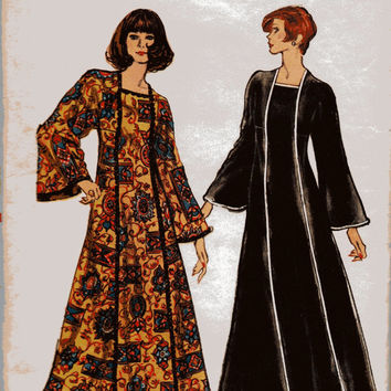 Retro Vogue 8464 Sewing Pattern Groovy Caftan 1970s Lounge Dress Kimono Bell Sleeves Square Neckline Housedress Bust 32