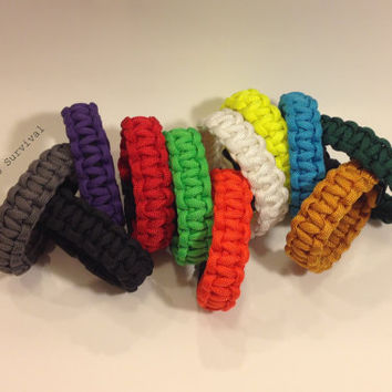 Paracord Survival Bracelet: Custom Solid Colored Emergency Gear