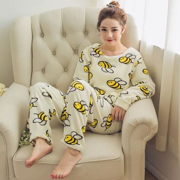 2017 autumn and winter models flannel plus velvet bee pajamas women cute helmet home service suits