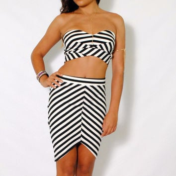 (ame) Black and white striped sweetheart bustier