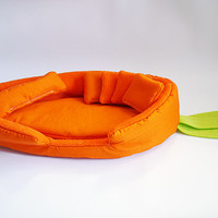 "cosy cuddle lounge / bed ""carrot"" with waterproof blanket and 5 pillows for guinea pigs"