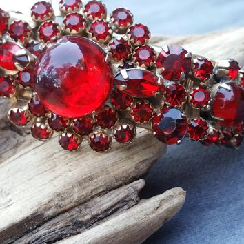 Ruby red rhinestone and glass cabochon double hinge clamper vintage bracelet