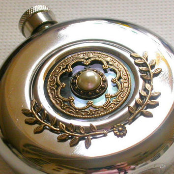 Round Hip Flask Window Stainless Steel - 5 oz - Vintage Style Alcohol Accessories