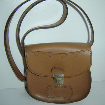 Vintage Crossbody Girls Light Brown Blocked Shaped Leatherette Purse, Clutch bag from 70s, Retro style