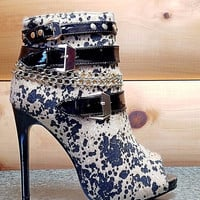 Dana Abstract Leopard Print Strapped Open Toe Stiletto Ankle Boot 8-10 Dana