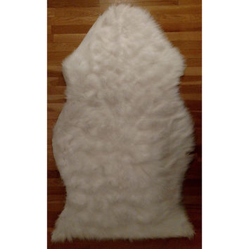 Faux Fur Sheepskin Shag Area Rug White Pelt Free Form (4'x6') | Overstock.com Shopping - The Best Deals on 5x8 - 6x9 Rugs