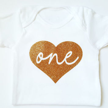 Personalized Glitter Heart Onesuit shirt, First birthday Onesuit, One Onesuit, Cake smash photoshoot, baby girl clothes, glitter Onesuits