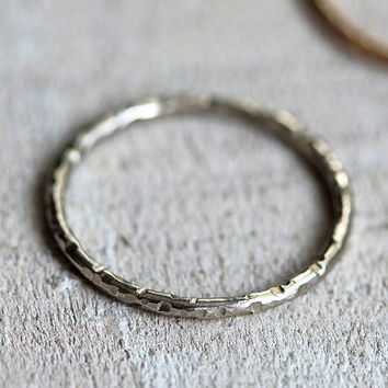 14k thin round textured band