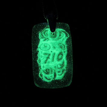 Glass Necklace - 710 - OIL - Glow in the Dark