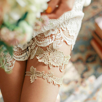 Gold garter, lace garter, wedding garter set, keepsake, tossing, toss - style 495