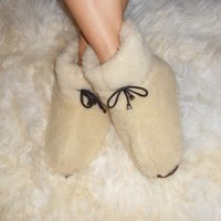 Women's sheep Wool SLIPPERS, Stylish fashion felt Boots Sheepskin Snuggs Valenki
