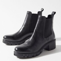 UO Cara Leather Chelsea Boot | Urban Outfitters