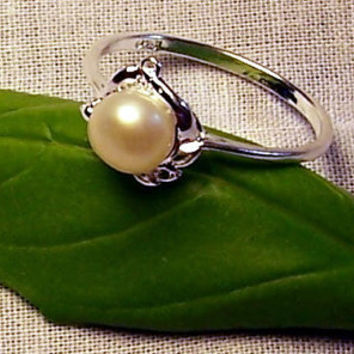 Pearl Ring Fresh Water Pearl Ring in a Sterling Silver Flower Setting