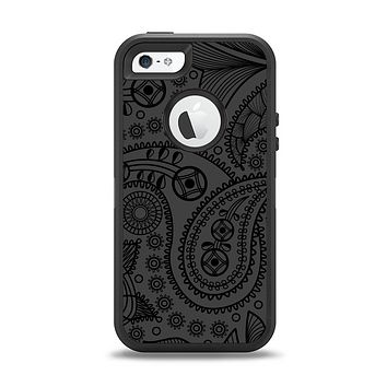 The Dark Gray & Black Paisley Apple iPhone 5-5s Otterbox Defender Case Skin Set
