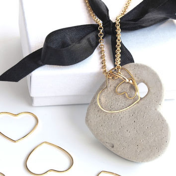 Plated gold heart necklace, romantic jewelry, Peffect for Valentine's Day, Unique and original concrete Jewelry.