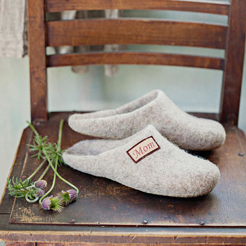 Wool clogs for woman- personalized slippers woman- felted slippers- step in slippers- natural slippers- house shoes- warm gift slippers