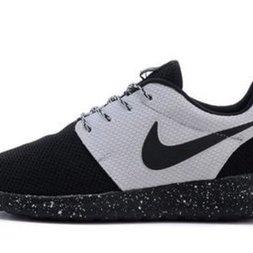 n064 - Nike Roshe Run (Oreo Black/White)
