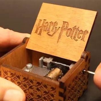 Antique Carved wooden hand crank Harry Potter Music Box game of thrones Musical Boxes for Kids Children birthday New year Gifts