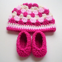 Crochet baby girl hat pink cream stripes and booties set pregnancy announcement shower gift hospital gift photo prop 0 to 3 months hand made