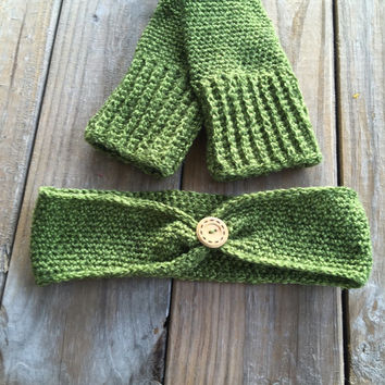 Boho Crochet Ear Warmer Headband in Tweed Green, Handmade Crocheted Ear Warmer w/ Button Accent, Thick Ear Warmer Head Wrap, Green Headband