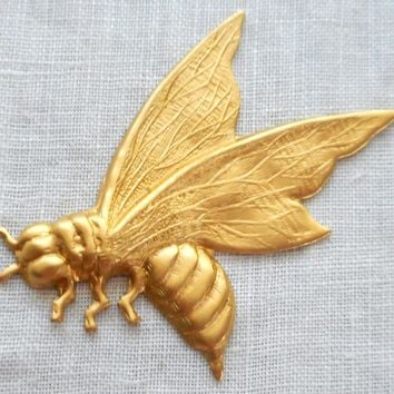 One raw brass art nouveau, Victorian honey bee, pendant, charm, medium brass stamping, 43mm x 38mm, made in the USA, C7401