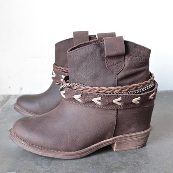 coolway - caliope grain leather western-inspired ankle boots - brown