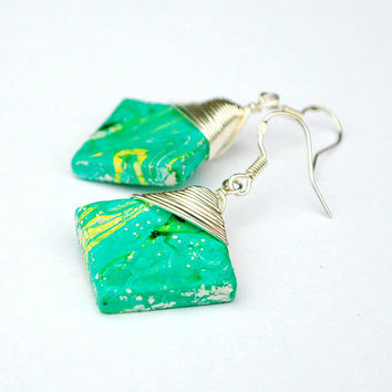 Lightweight square green earrings with wirewrapping. Modern artisan jewelry.