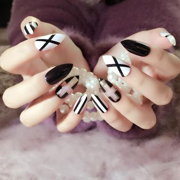 Classic Black White Stripe False Nails Long Sharp Head Cross Style 24pcs Acrylic Glitter Pointed Designed for Party Z332