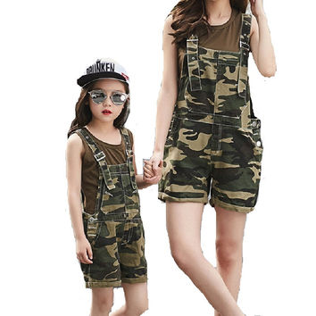 2017 New Arrival Family Matching Casual Jeans Camouflage Clothing Sets  Fashion Sets 4 to 10 Years Old Mother Daughter Overalls