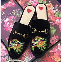 GUCCI Fashion Women Velvet Dragon Embroidery Flat Shoes Sandals Slippers I-ALS-XZ