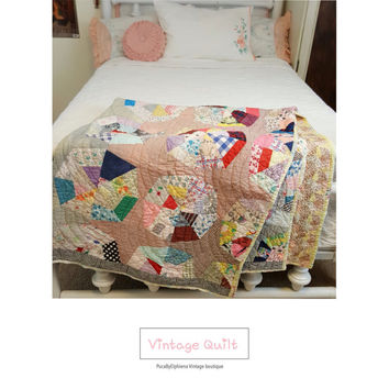 Vintage 1930s-40s Crazy Quilt / Handmade Quilt / French Country Decor / Country Chic / Vintage Bedding /