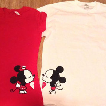Free Shipping Disney Kissing  Mickey and Minnie Couples Shirts/Tank Tops