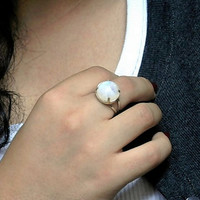 Rainbow moonstone ring , sterling moonstone ring , Large moonstone ring , Gemstone Ring , cocktail ring , round stone ring , gift to her ,