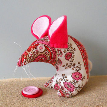 Retro ReBorn Mouse 70s Pink and White Paisley  Vintage Fabric