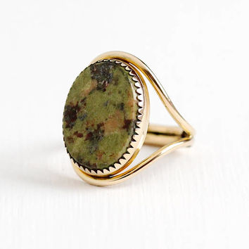 Vintage 12k Rosy Yellow Gold Filled Unakite Ring - Retro 1960s Adjustable Size 6 Green Gem Egyptian Revival Statement Burt Cassell Jewelry