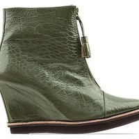 Won Hundred Touch in Dark Green at Solestruck.com