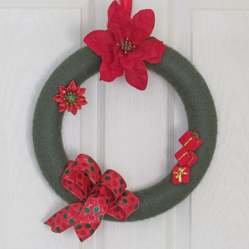 Christmas Holiday Yarn Wreath, Winter decoration, Holiday Decoration, Poinsettia Flower