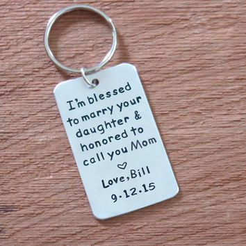 Mother of the bride gift from groom - signed gift for mother of the bride with wedding date -Mother in law wedding gift - keychain keyring