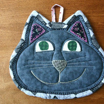 Happy Cat insulated quilted pot holder: casserole mat/hot pad - hand embroidered, hand appliqued quilt