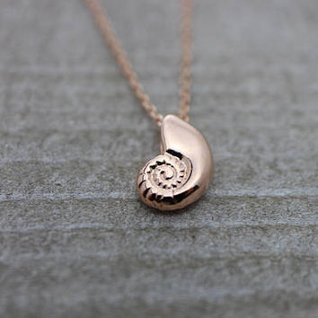 Seashell conch rose gold necklace
