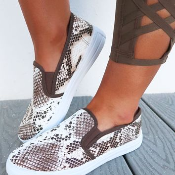 Slither On By Flats: Brown/White