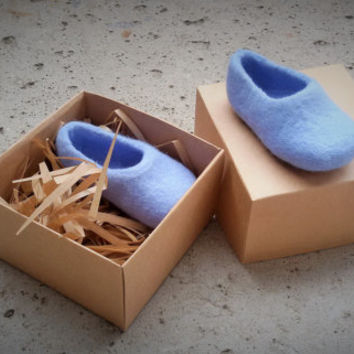Pregnancy Announcement - baby shower - baby shoes - felted shoes - wool booties