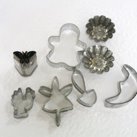 Vintage lot of Tin Cookie Cutters / Biscuit Cutters / Tin Molds / Tart Tins.