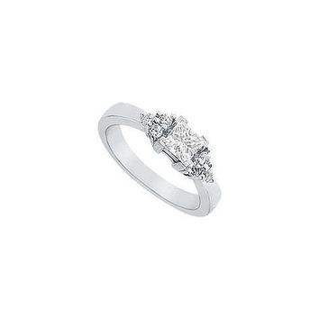 Diamond Engagement Ring : Platinum - 0.66 CT Diamonds