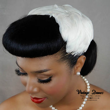 White Feather Hairpiece, Bridal Hair Fascinator, White Women's Half Hat, Goose Feather Hat, Feather Calot, Pinup Hat, Vintage Inspired Hat