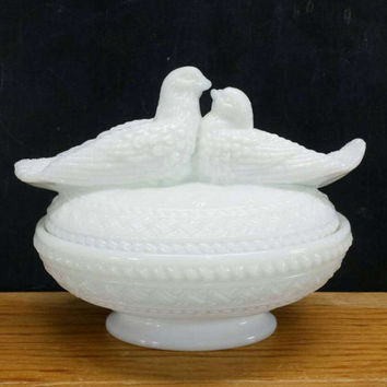 Milk Glass Doves Dish Vintage Westmoreland Kissing Love Birds Home Decor Candy Mints Nuts Trinket Catchall Covered Lid Jewelry Box Container